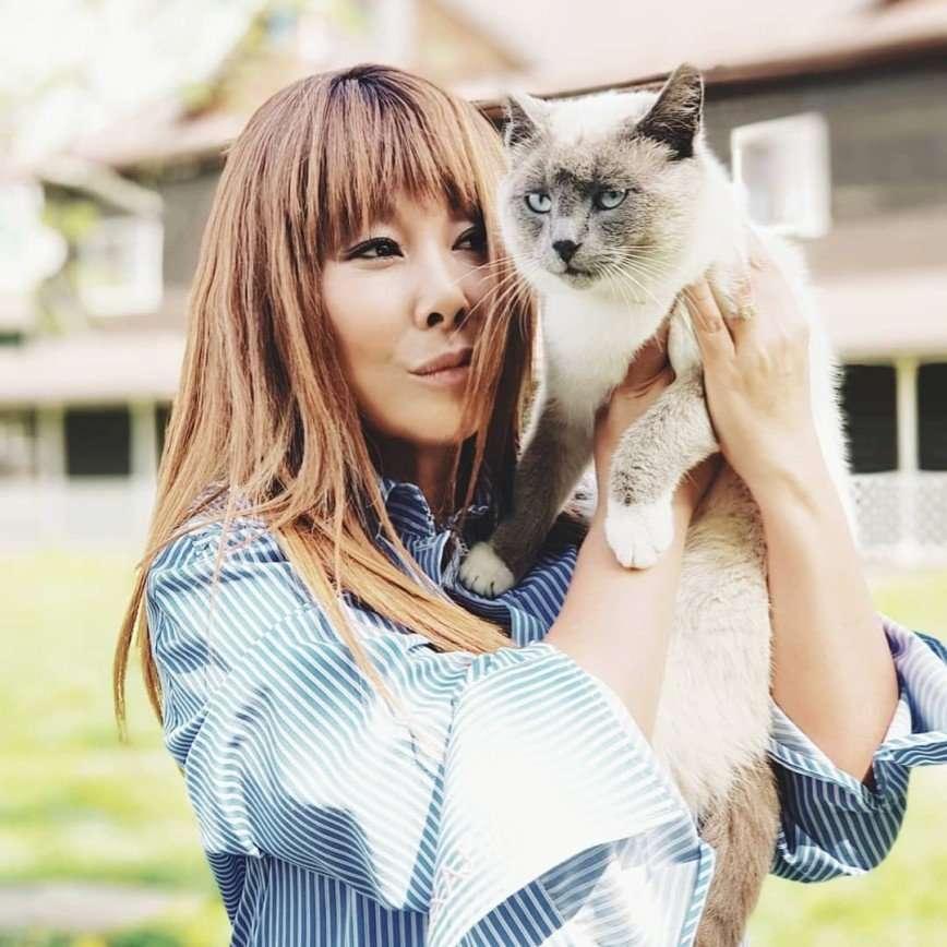 «Меняю стиль жизни!»: Анита Цой выбрила виски