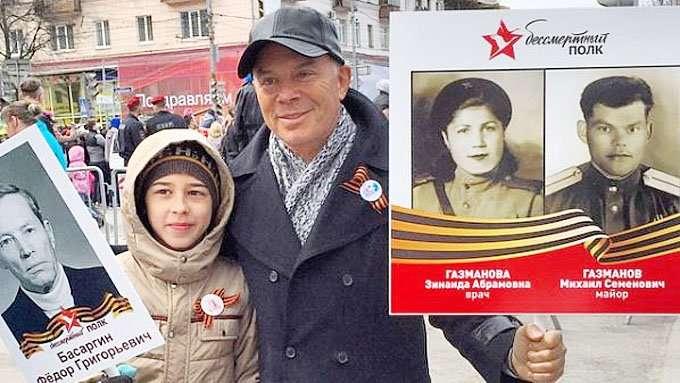 «За душу берет»: Олег Газманов написал песню про Бессмертный полк