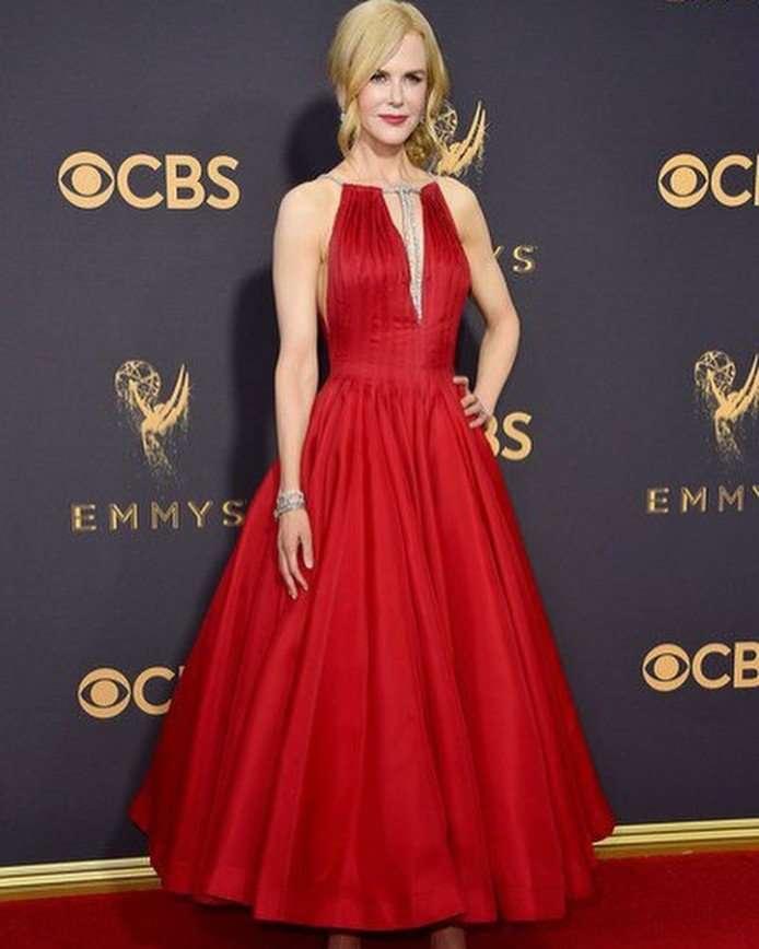 Николь Кидман в красном платье сумела выделиться на красной дорожке