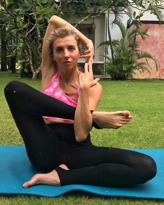 Регина Тодоренко и Светлана Бондарчук показали свои достижения в йоге