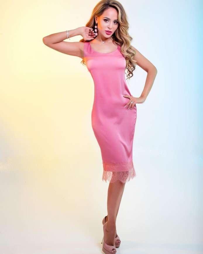 «Выглядит на грани вульгарности»: Анна Калашникова показала бельевой шик