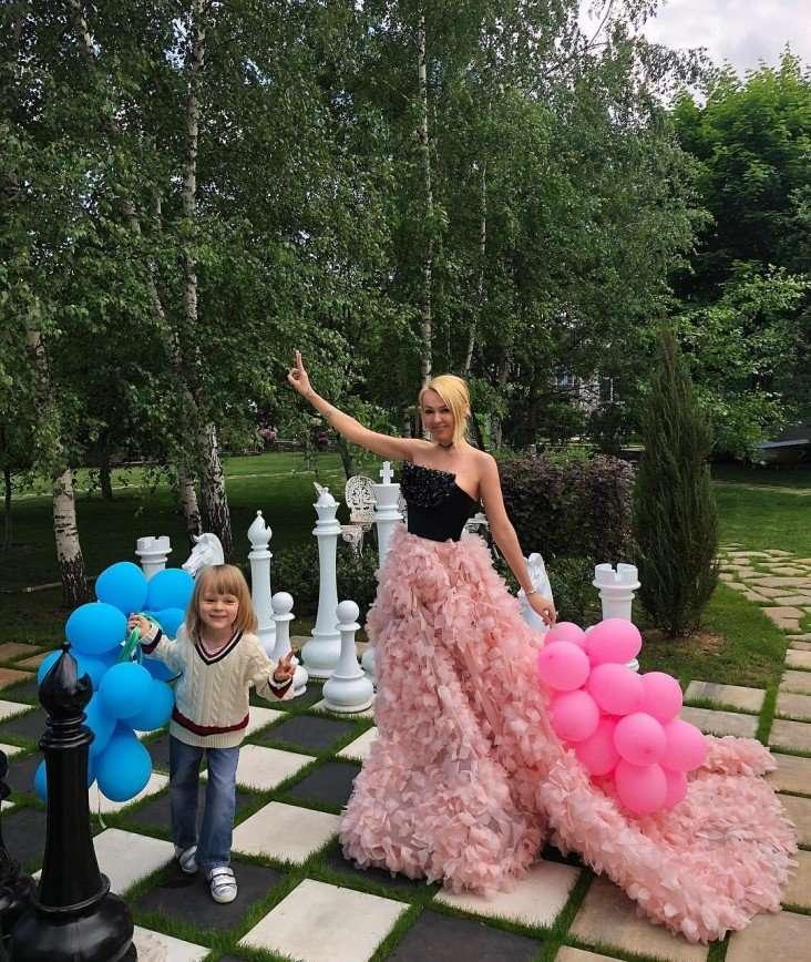 «Это же для простолюдинов»: ради футбола Рудковская не побрезговала шапкой за 300 рублей