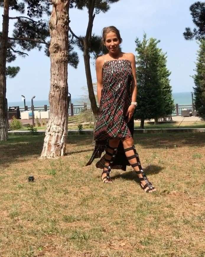 Платье Юлии Барановской напомнило плед