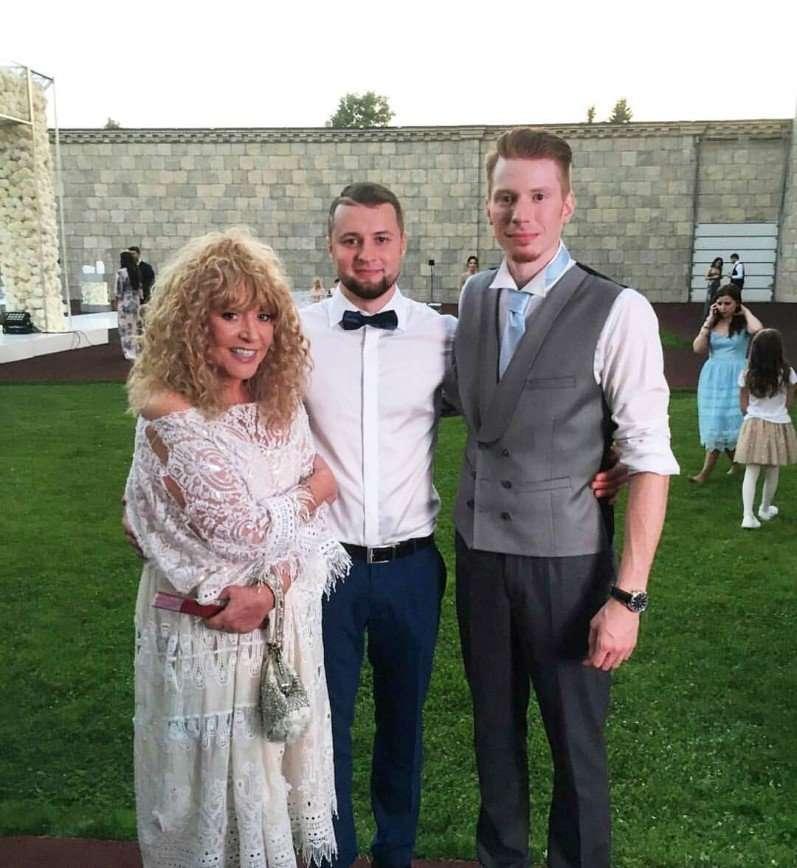 Очередь к Пугачевой на свадьбе внука была длиннее, чем в Мавзолей