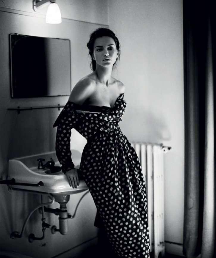 Ничего лишнего: Адриана Лима в черно-белых красках