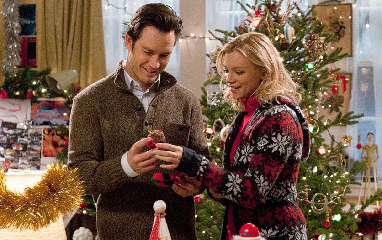 Новогодние фильмы, под которые и оливье резать приятно, и бутерброды с икрой есть веселее